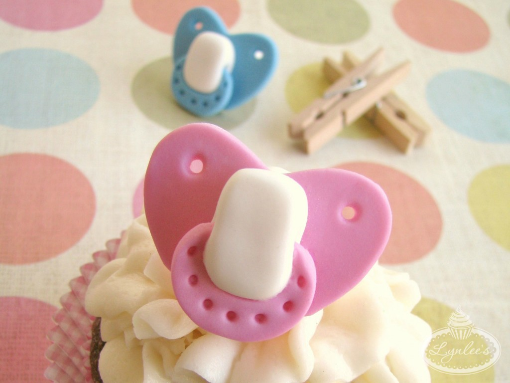 Fondant Pacifier Tutorial