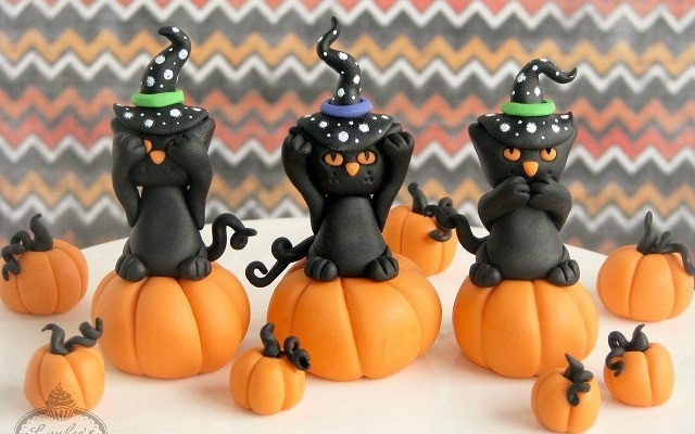 No Evil Black Cat: Halloween Cupcake Tutorial