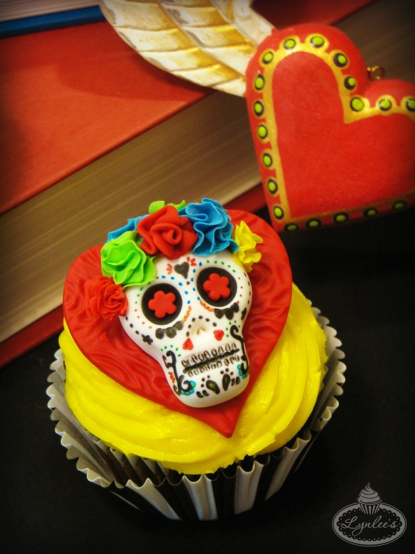 Day of the Dead skull cupcake ~ Lynlee's
