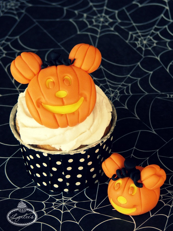 Mickey Mouse pumpkin fondant cupcake topper ~ Lynlee's