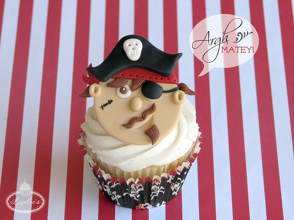Pirate fondant cupcake topper ~ Lynlee's