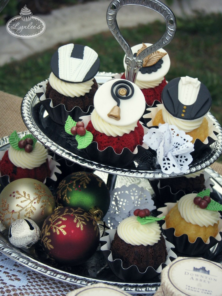 Christmas at Downton cupcakes ~ Lynlee's