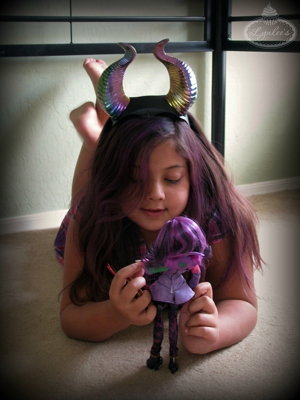 Playing with Descendants Doll ~ Lynlee's