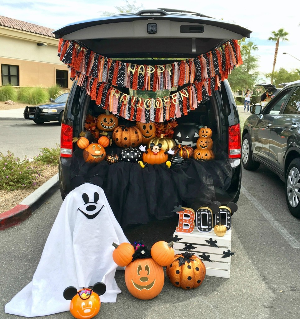 Mickey Trunk-or-Treat school set-up