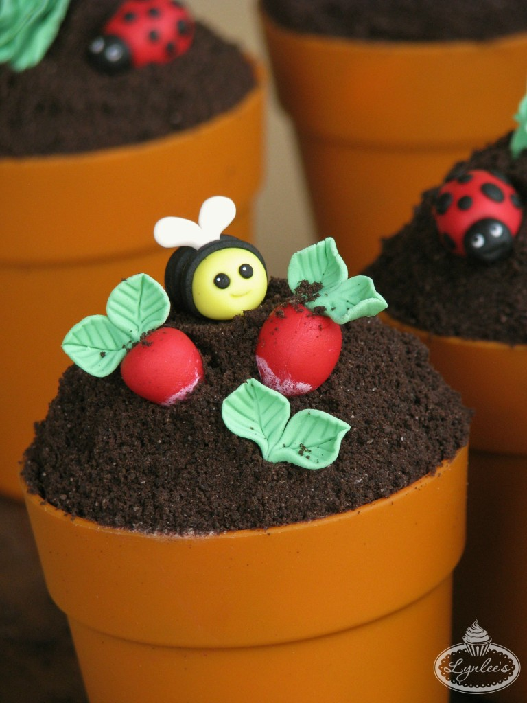 Bumblebee and Radishes Cupcake