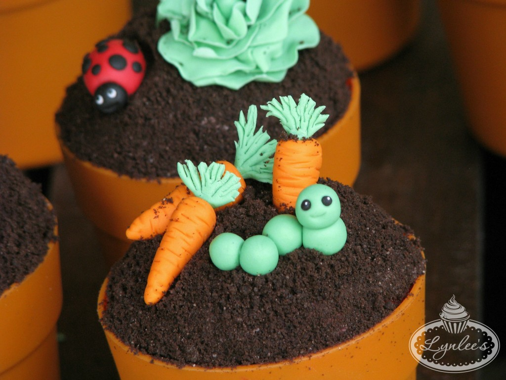 Caterpillar and Carrots Cupcake