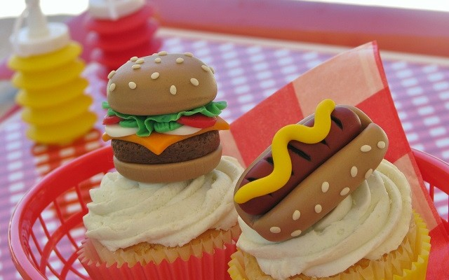 Summer Grillin' with a Sizzling Fondant Tutorial